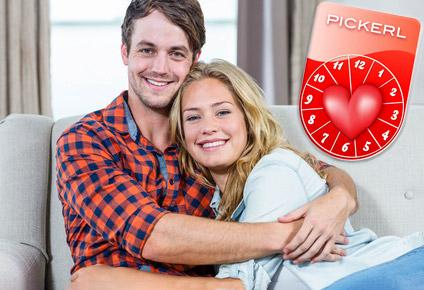 Glückliches Paar, das sich rechtzeitig mit einem Beziehungs-Check eine Krise erspart hat.