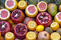 Verschieden aufgeschnittene Früchte