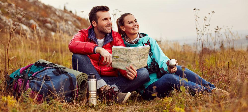 Glückliches Paar nach einer Beziehungs-Aufstellung bei Limani Coaching